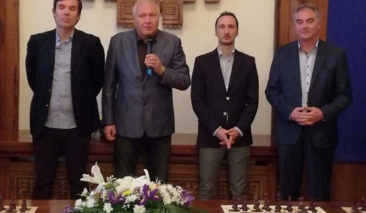 Васил Антонов взе участие в шахматен сеанс с участието на Веселин Топалов